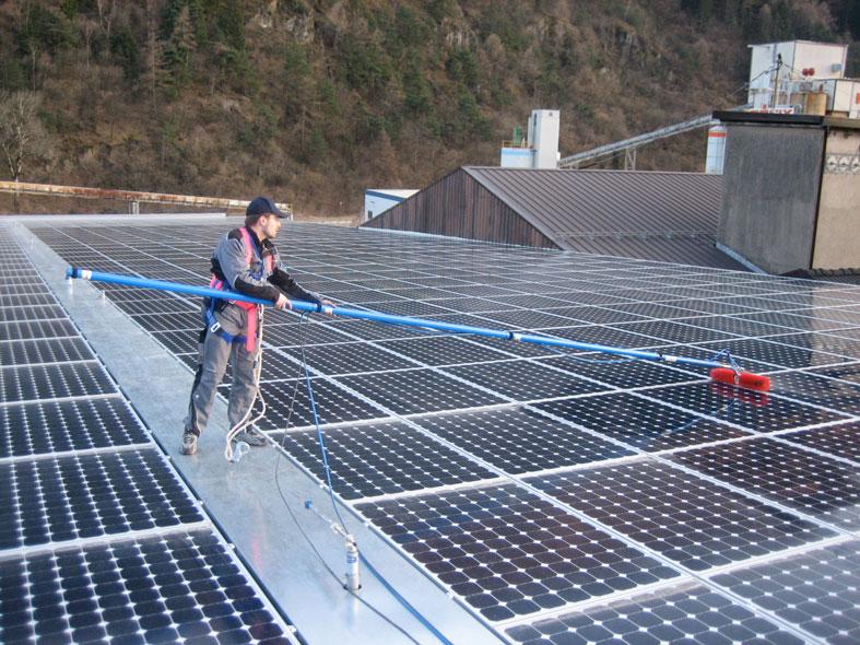 Πλύσιμο φωτοβολταϊκών - καθαρισμός με απιονισμένο νερό